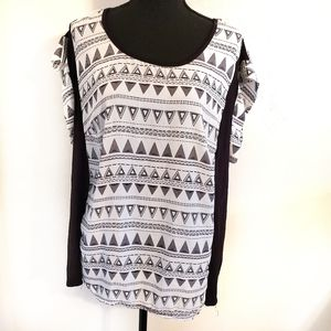 Sunny Leigh black and white short sleeve s…